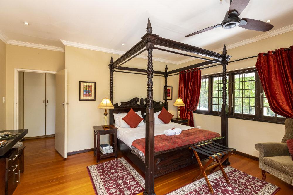 Room Amber 2